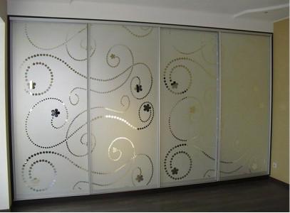 Шкаф купе с пескоструйным рисунком на зеркале