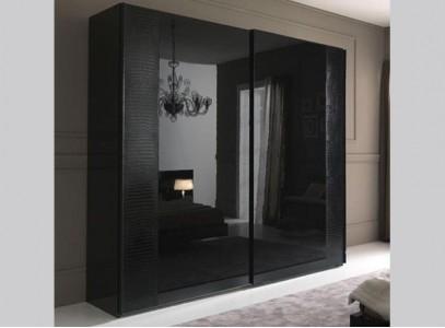 Черный шкаф купе с зеркалом