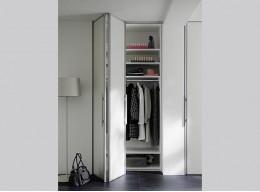 Складные двери в шкафу