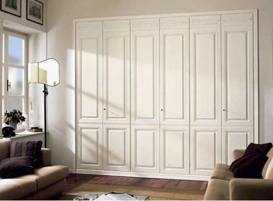 Встроенный стенной шкаф