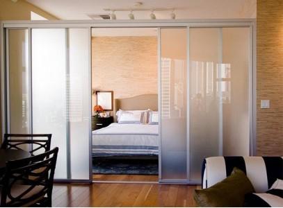 Двери купе для зонирования комнаты