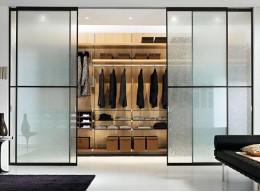 Дверь со стеклом для шкафа
