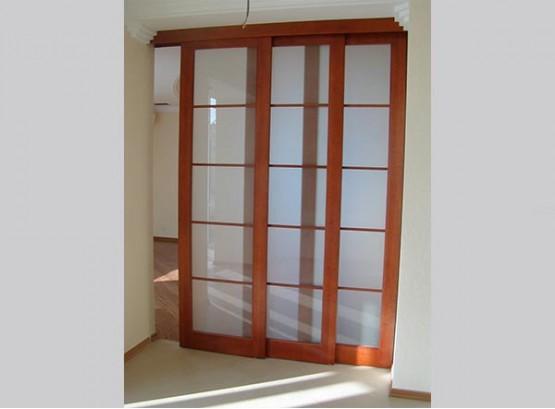 Раздвижные трехстворчатые двери