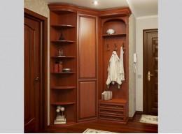 Встроенный небольшой шкаф в прихожую