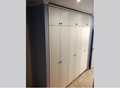 Встроенные распашные шкафы в прихожую