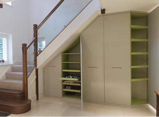 Встраиваемый шкаф под лестницей