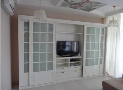 Шкаф в гостиную в классическом стиле