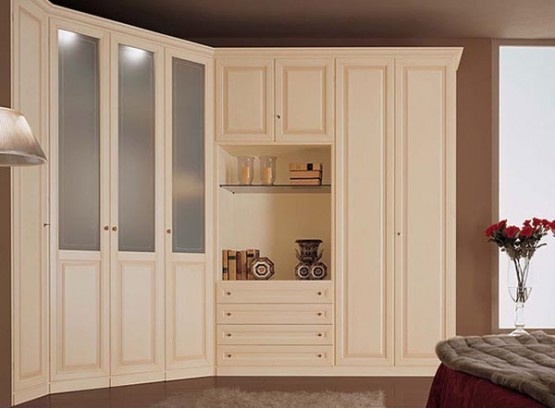 Угловой шкаф с распашными дверями