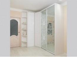Угловой зеркальный шкаф в спальню