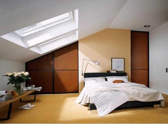 Шкаф под скошенной крышей