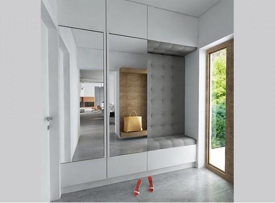 Шкаф в нише в прихожей