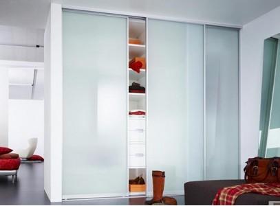 Шкаф для одежды с полками и ящиками