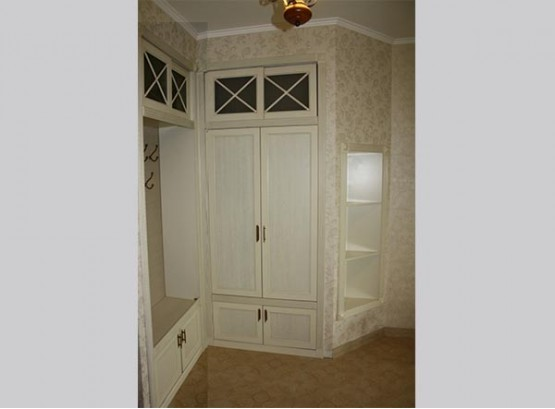 Угловой шкаф в стиле прованс