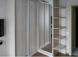 Угловой трехстворчатый шкаф