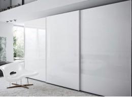 Белый глянцевый шкаф купе