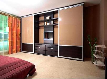 Встроенный шкаф купе в гостиную