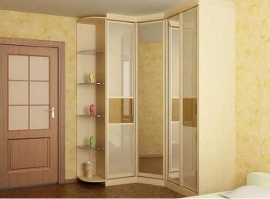 Угловой встроенный шкаф купе в спальню